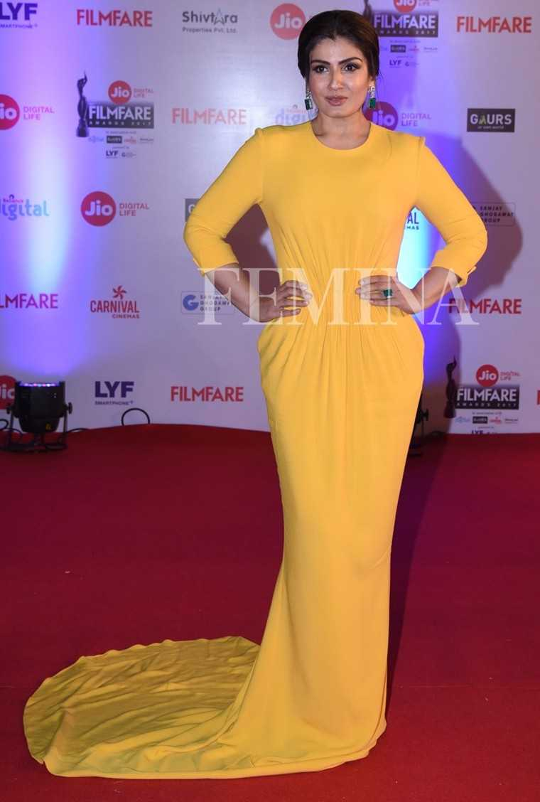 Raveena-Tandon-Jio-Filmfare-Awards-2017