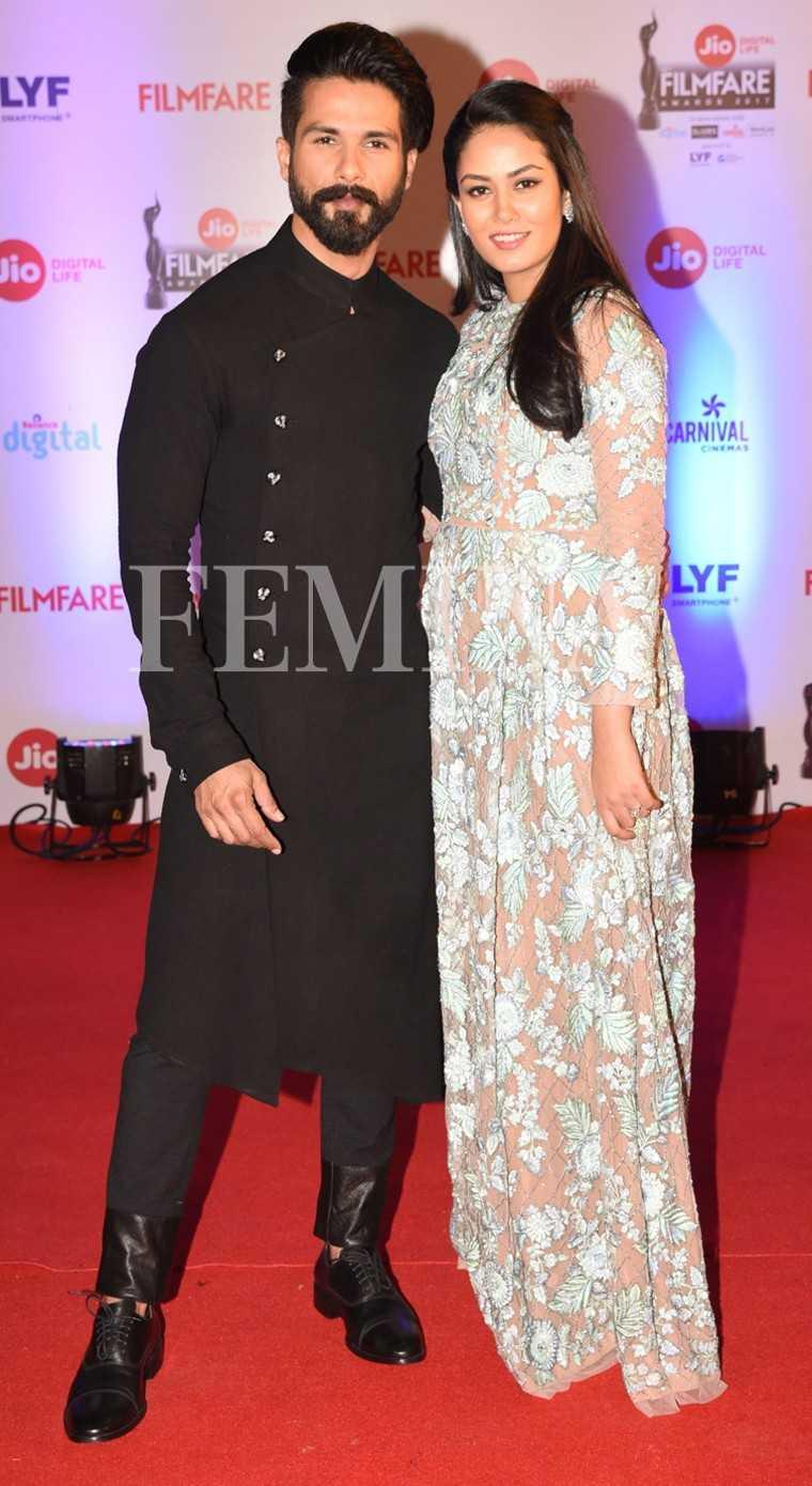 Shahid-Kapoor-Mira-Rajput-Jio-Filmfare-Awards-2017