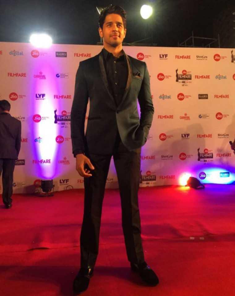Sidharth-Malhotra-Jio-Filmfare-awards-2017