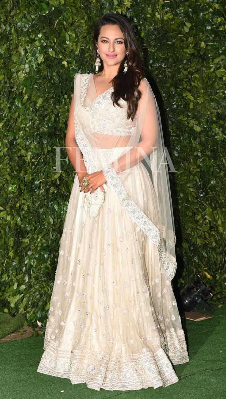 sonakshi-sinha-ronnie-screwvalla-wedding-white-lehenga