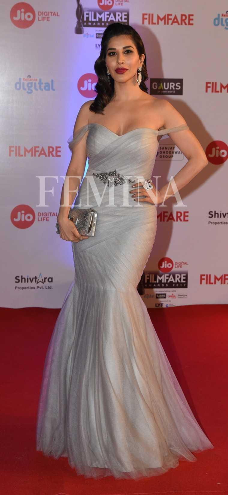 Sophie-Choudry-Jio-Filmfare-Awards-2017