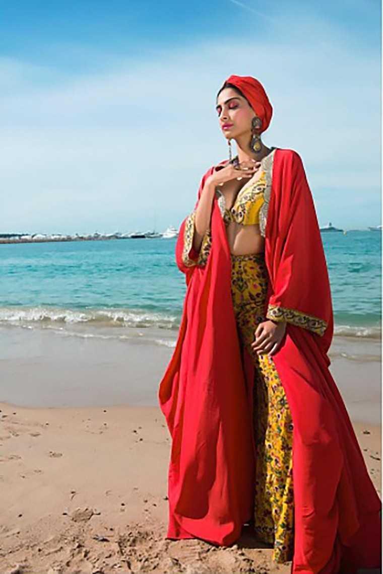 sonam Anamika Khanna outfit