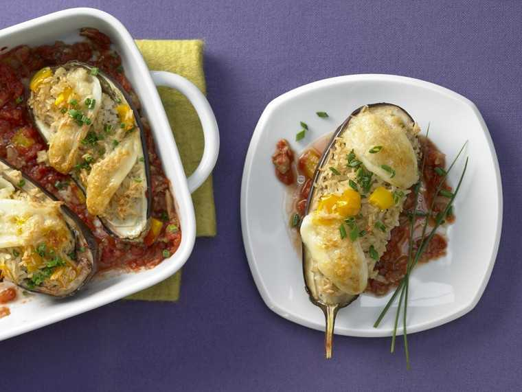 Aubergines stuffed with rice