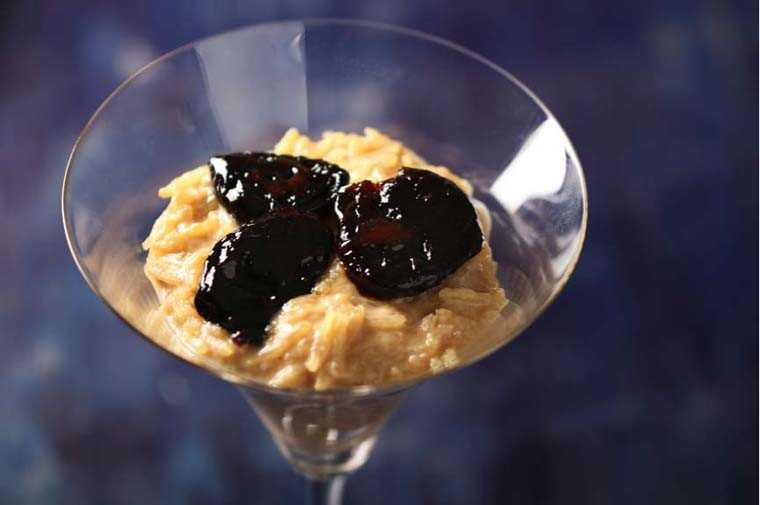 Brown sugar rice pudding with prunes