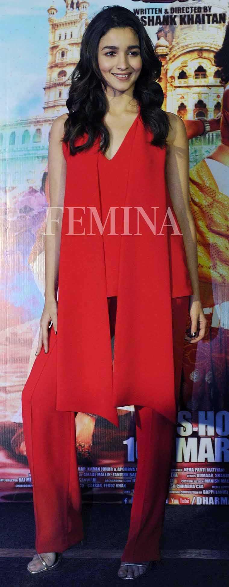 Alia-bhatt-badrinath-ki-dulhaniya-red-outfit