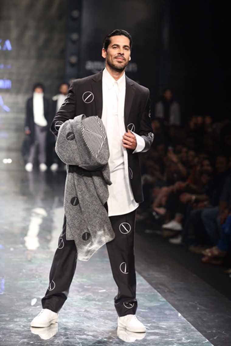 Dino Morea at AIFW AW17