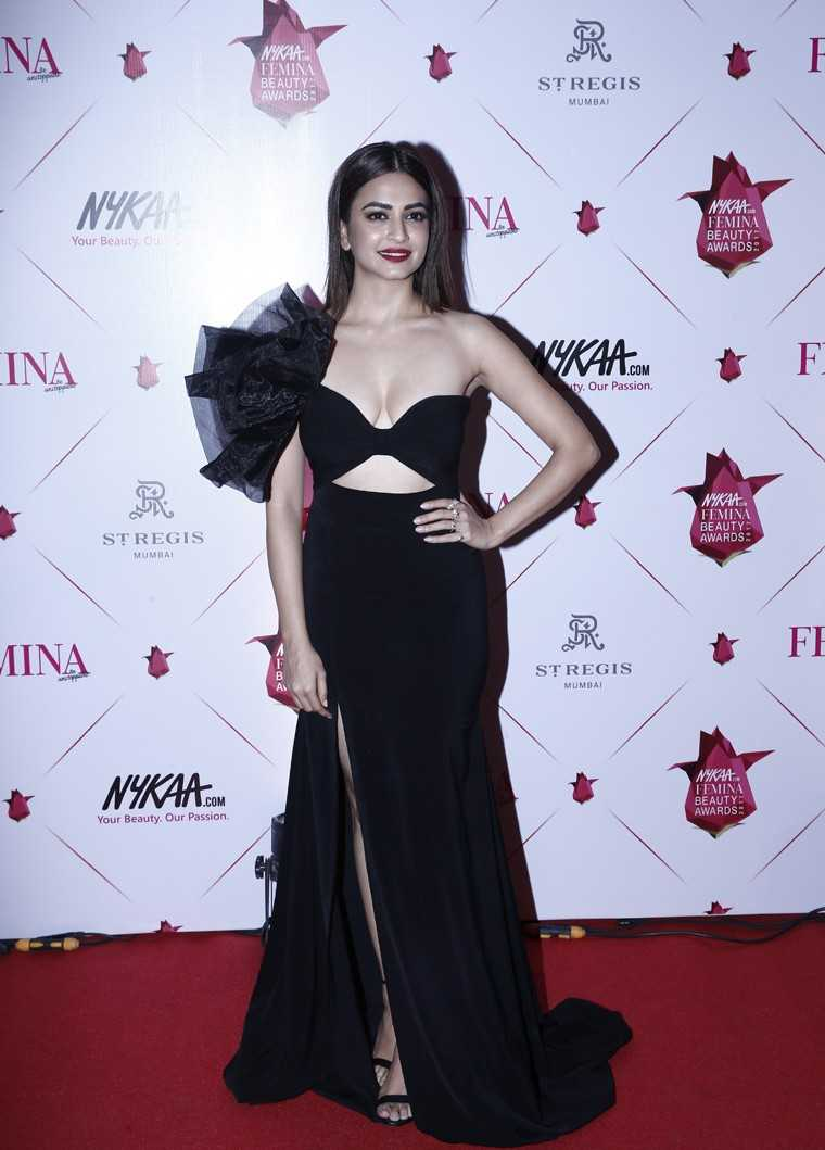 Kriti Kharbanda's deep red lip and sleek hair was suave AF