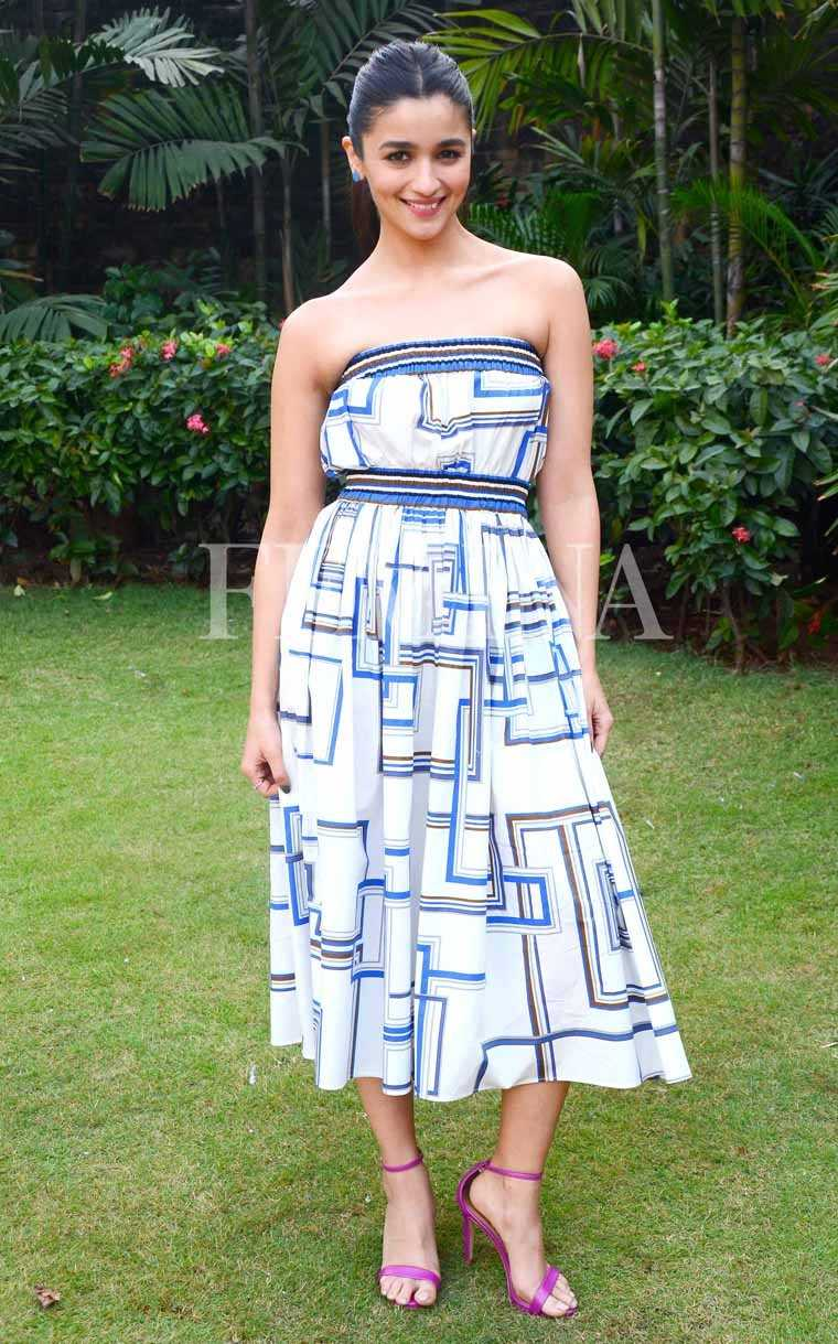 Alia-bhatt-badrinath-ki-dulhaniya-promotion-martin-grant-dress-jw-mariott