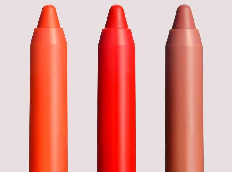 Lip crayon dab