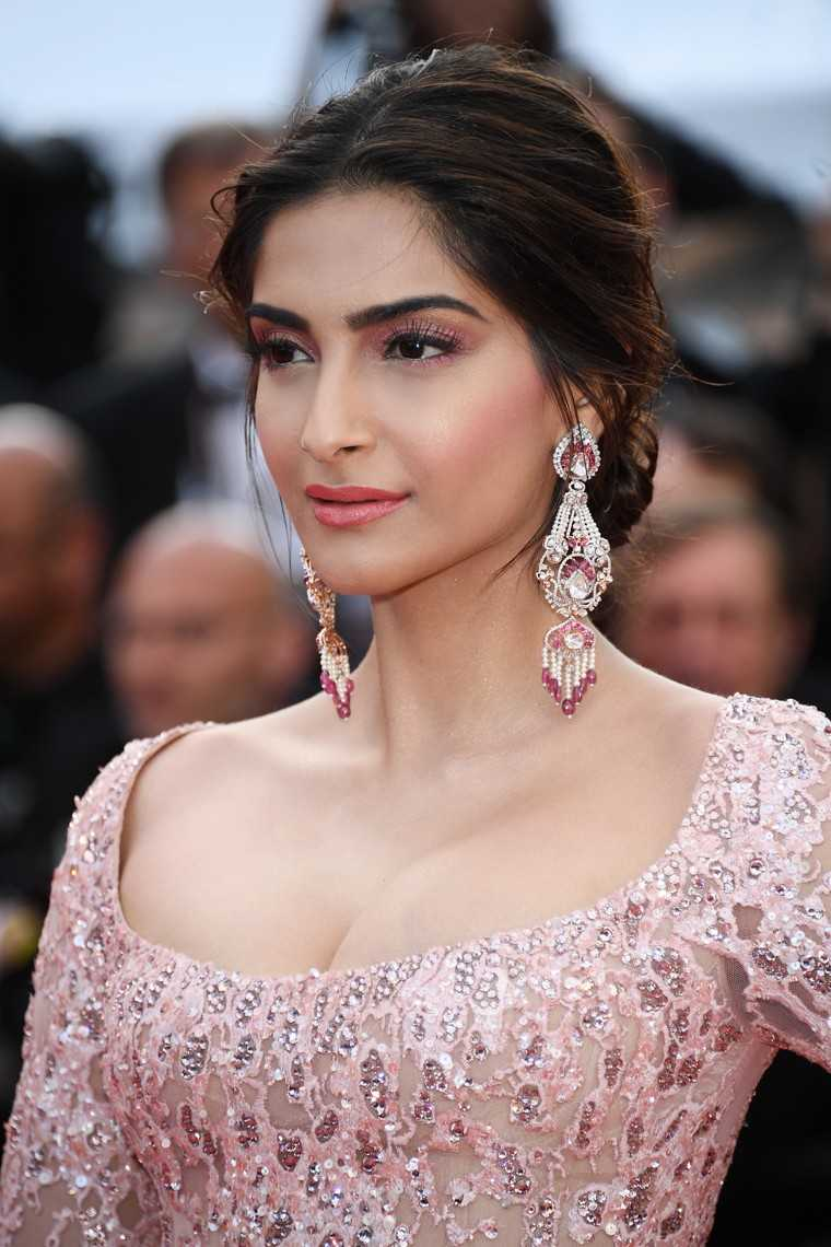 Copy Sonam Kapoor S Ultimate Soir 233 E Look Femina In