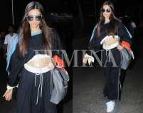 Sonam Kapoor proves that midriff is the new shoulder