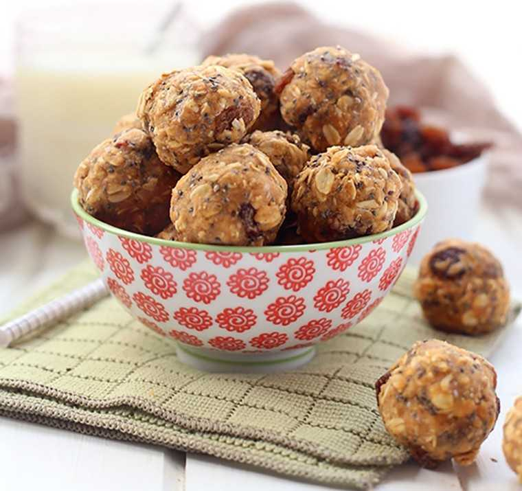 Oatmeal protein energy balls