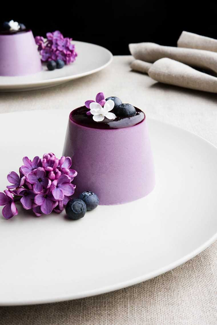 Blueberry and lilac syrup