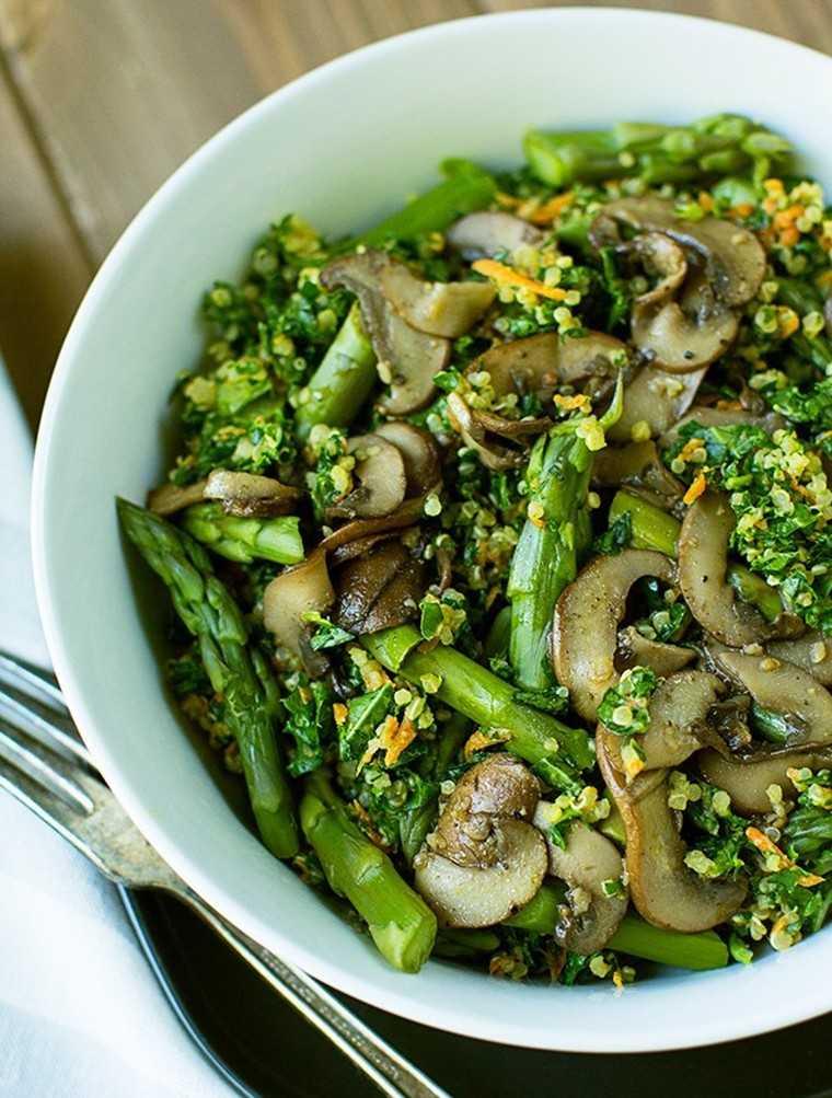 Quinoa kale bowl with mushroom and asparagus
