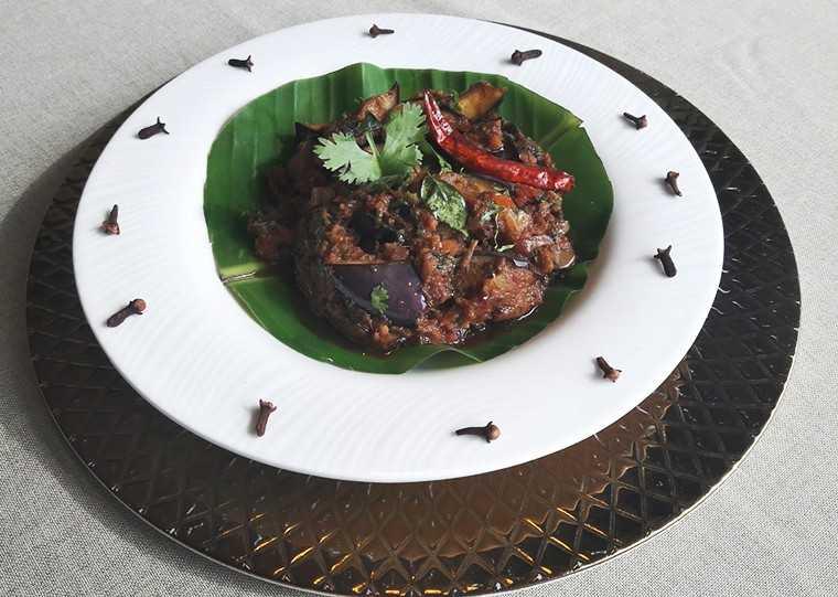 Kathiyawadi ringan nu shaak (brinjal preparation)