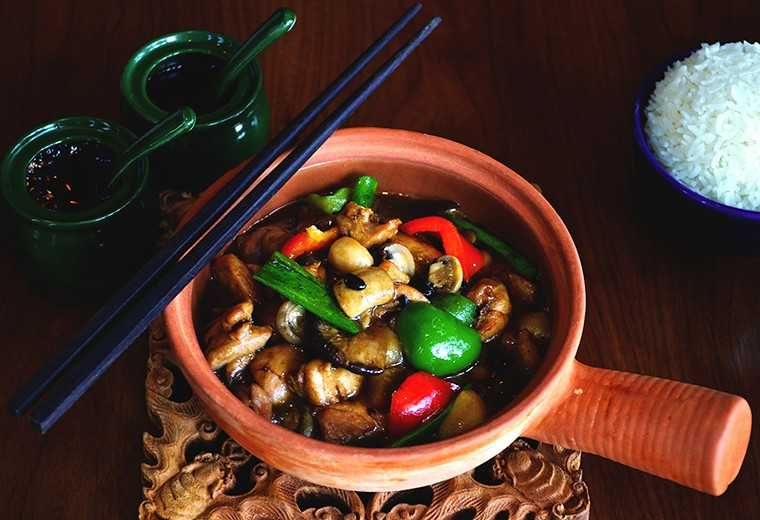 Chicken black bean in clay pot