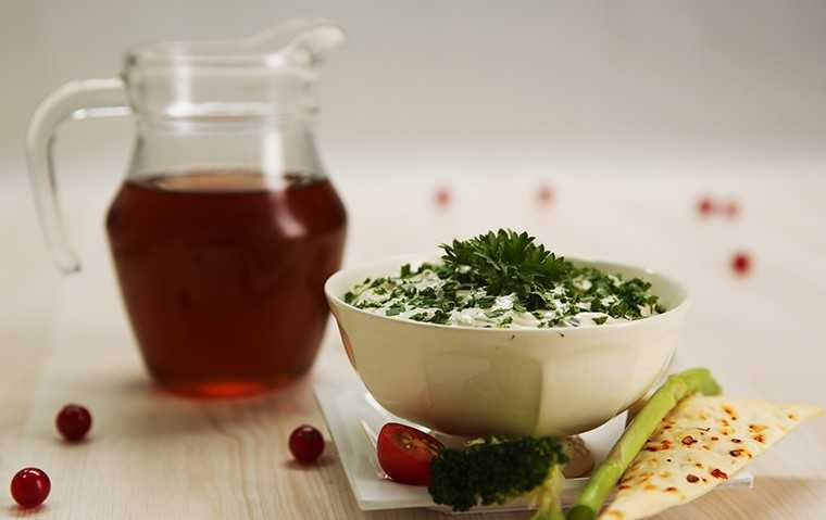 Fresh greens yoghurt dip with maple syrup