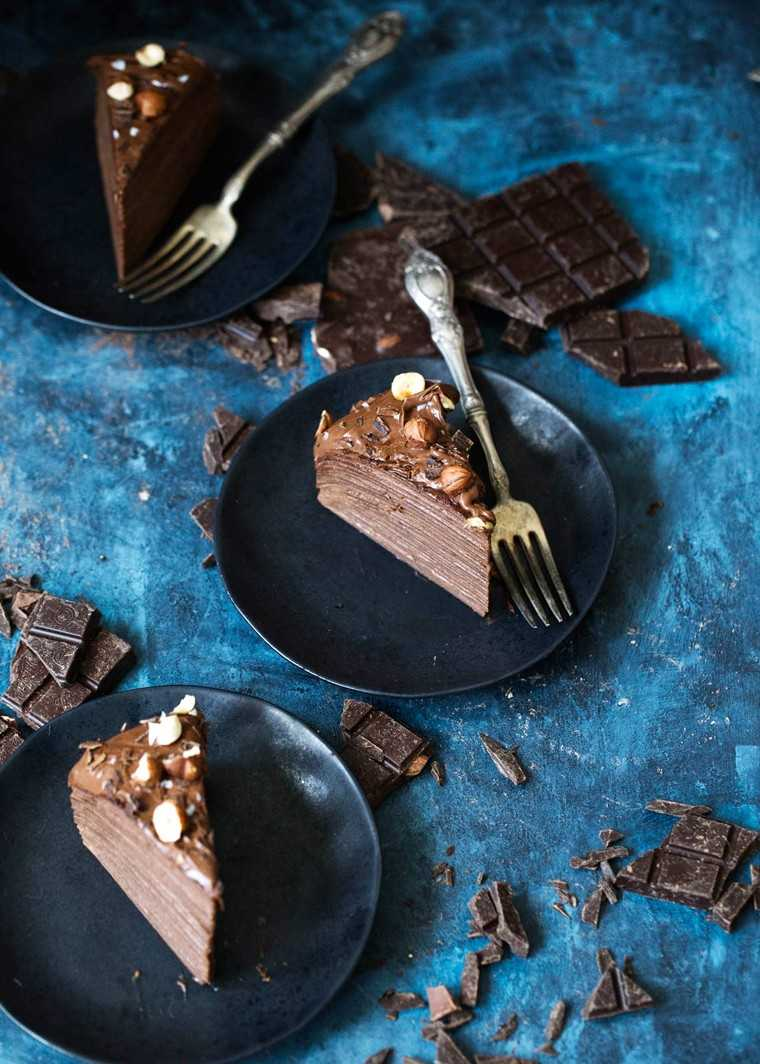 Chocolate hazelnut crepe cake by @bromabakery