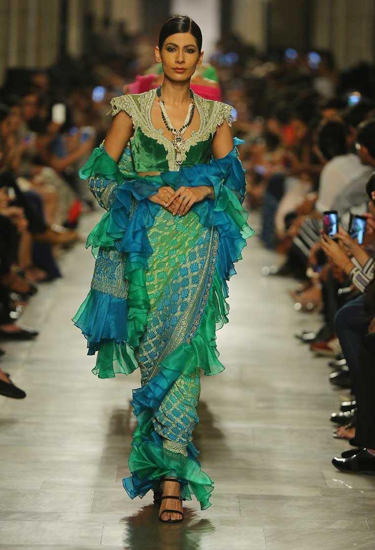 modern touch sari