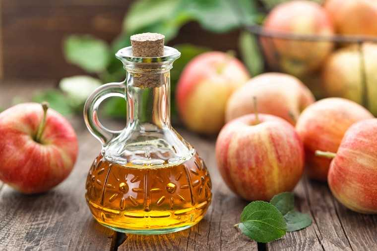 Apple cider vinegar (ACV) rinse