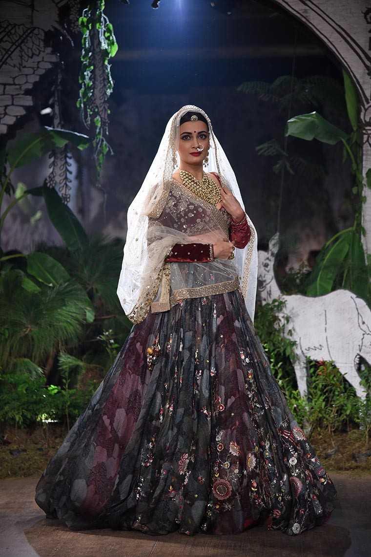 Dia Mirza Anju Modi's bridal