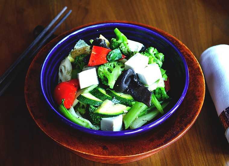 Wok fried vegetables in black pepper sauce