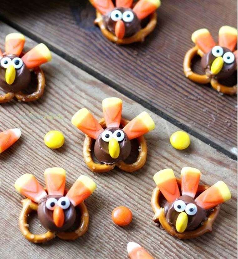 Candy pretzel turkey bites