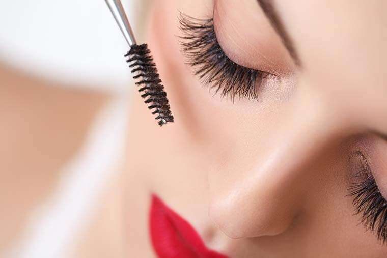 Get thicker lashes with baby powder