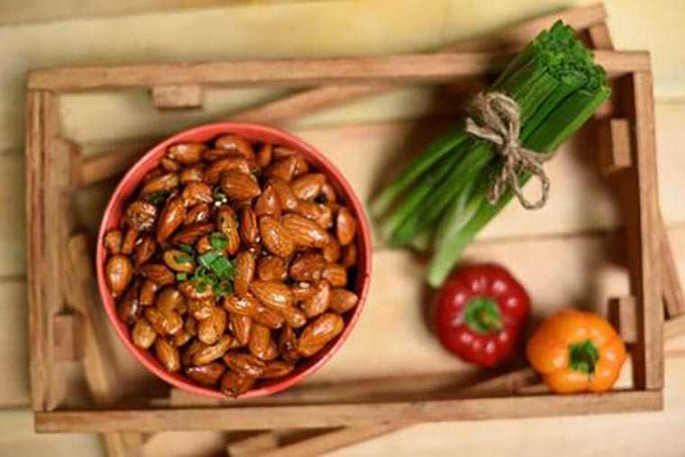 Chilli & vinegar almonds