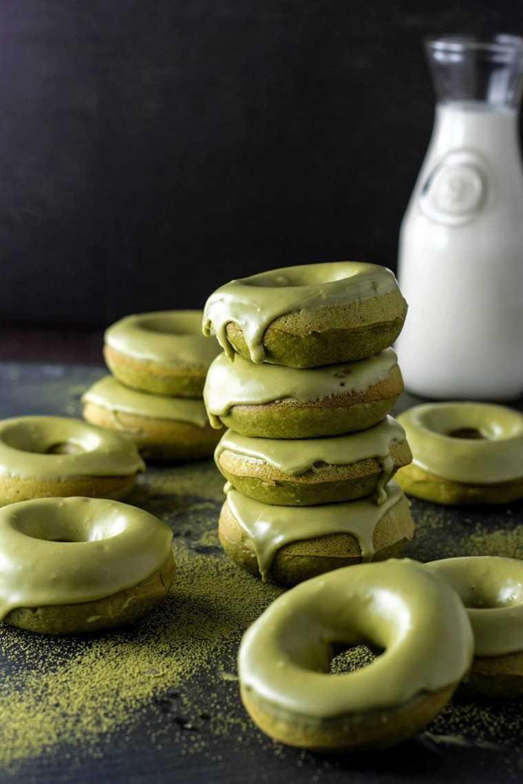 Baked matcha glazed donuts @brinasbites.com