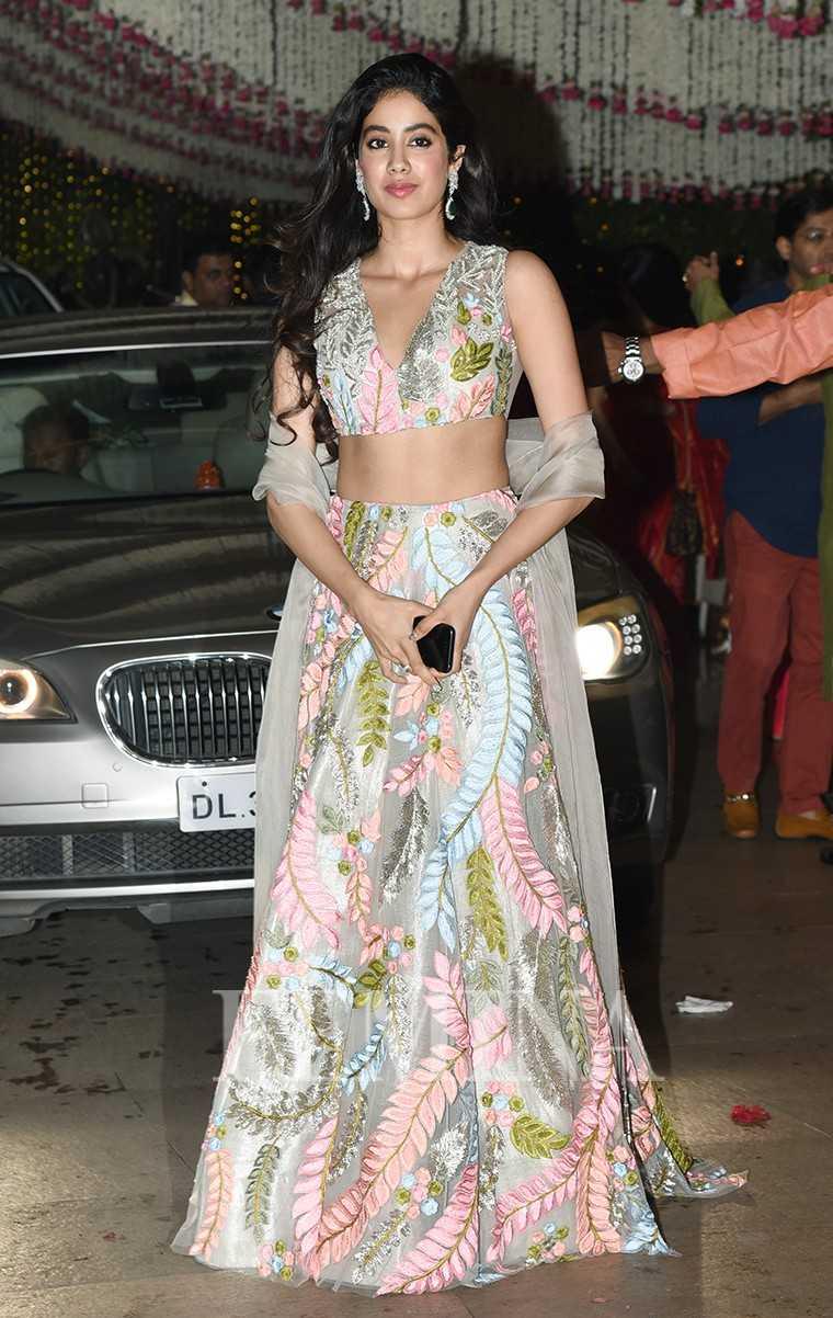 Jhanvi Kapoor Manish Malhotra outfit