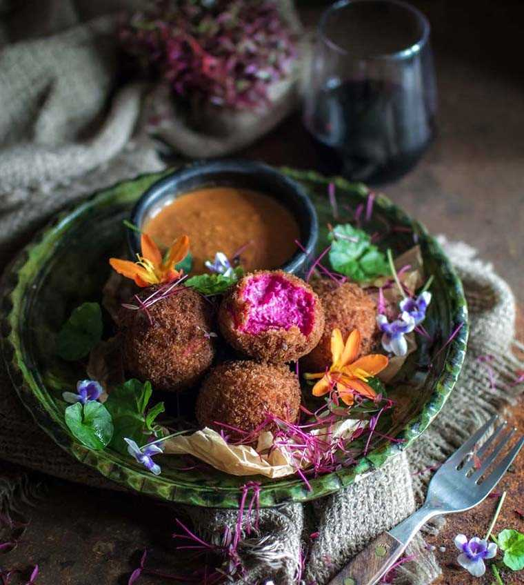 Beetroot and cheese croquettes