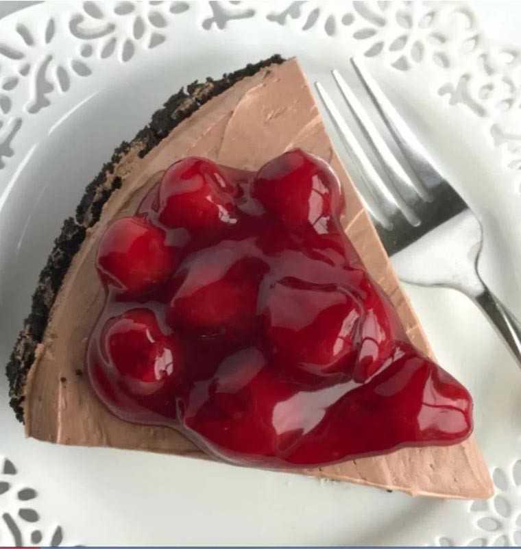 black forest cheesecake pie