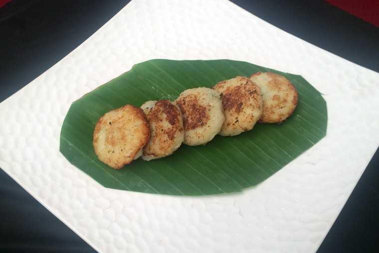 Nariyal-kothimir tikka/Coconut-coriander tikka