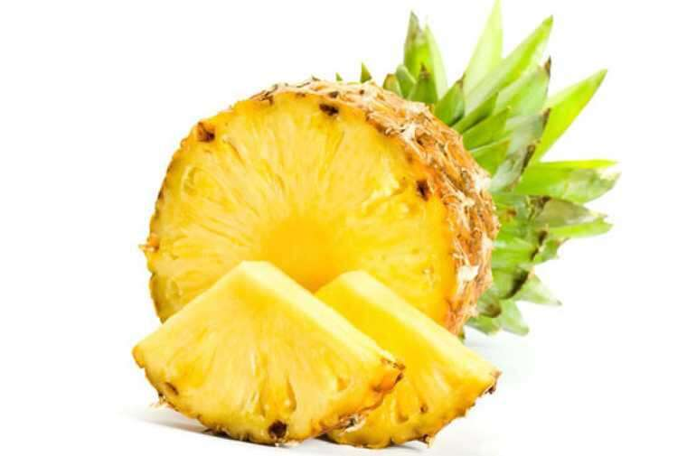 Pineapple pulp and honey for remove tan
