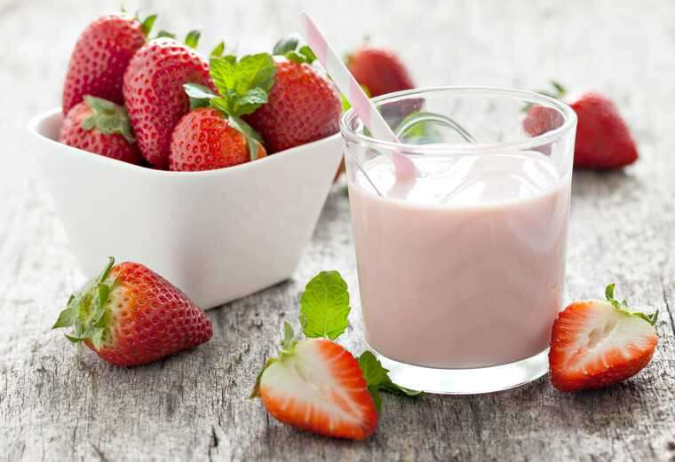 Milk cream and strawberries for remove tan