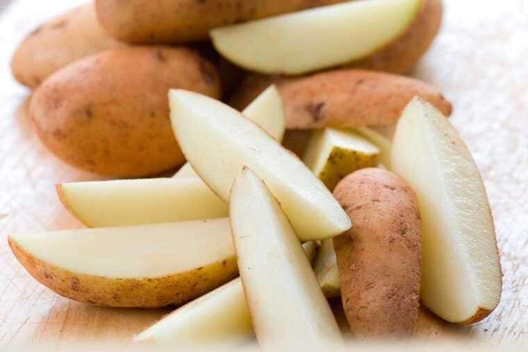 Potato juice for remove tan