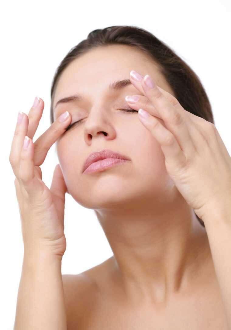 Moisturise the eyelids